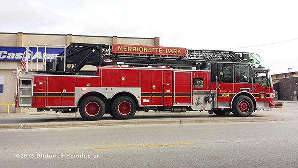 Pierce Dash CF PUC aerial ladder