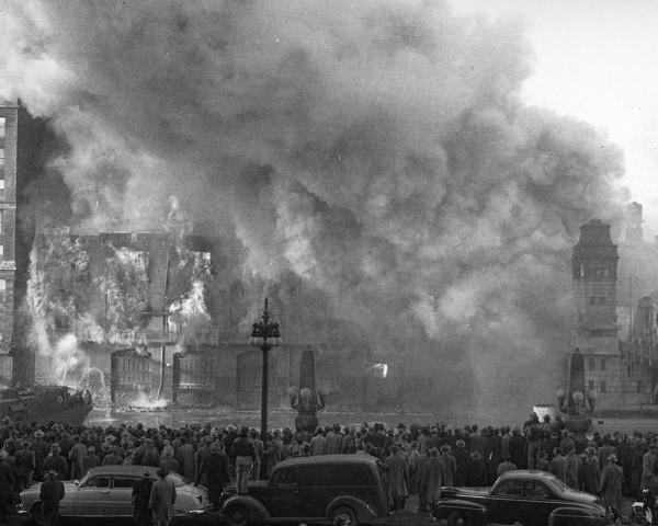 historic photo of huge warehouse fire in Chicago that killed four firemen