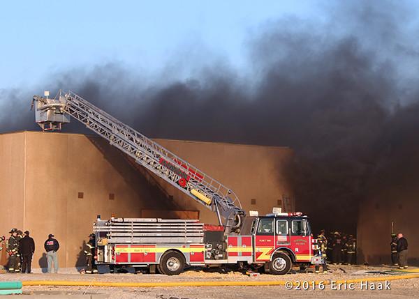 Flossmoor Sutpehn tower ladder at fire scene