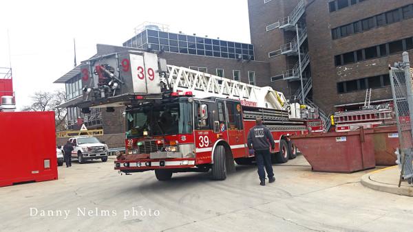 Chicago FD Tower Ladder 39