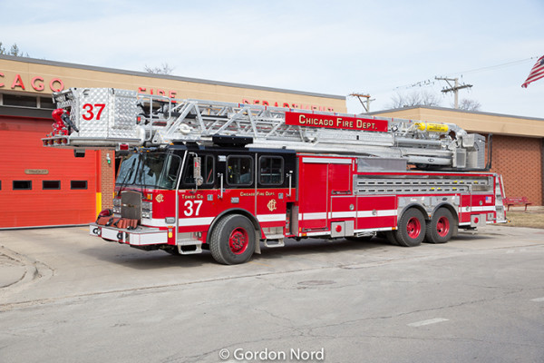 Chicago FD Tower Ladder 37