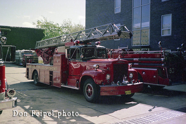 Chicago FD Mack Magirus ladder