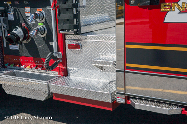 Winnetka FD Engine 28 Smeal Fire Apparatus