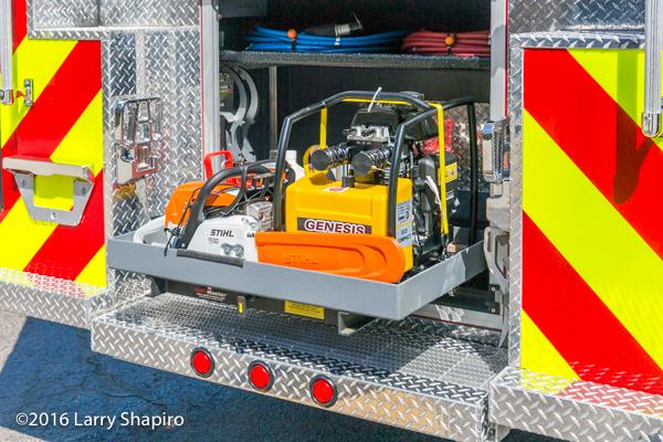 Winnetka FD Engine 28 Smeal Fire Apparatus