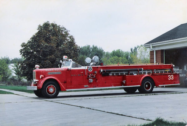 Glen Ellyn VFD Ladder 33 - 1948 Pirsch quad.