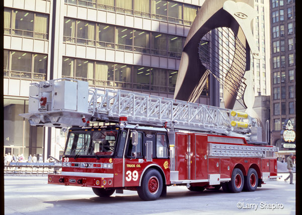Chicago FD Tower Ladder 39 E-ONE Hurricane square cab