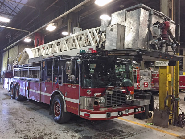 Chicago FD Tower Ladder Spare E-280
