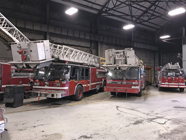 Chicago FD Tower Ladder Spares E - 264. & E- 250. Old Truck 51