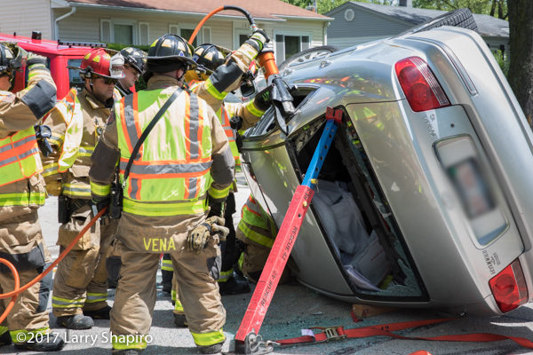 Firefighter uses Holmatro rescue tool at crash