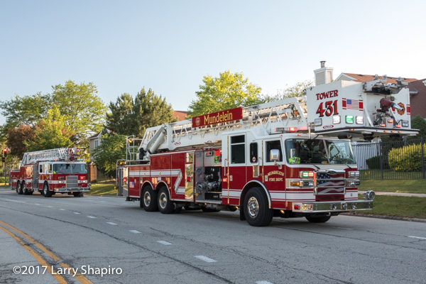 Mundelein FD new and old fire trucks