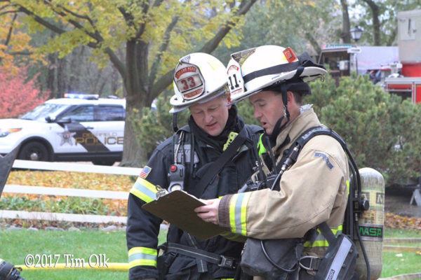 fire chiefs confer at scene