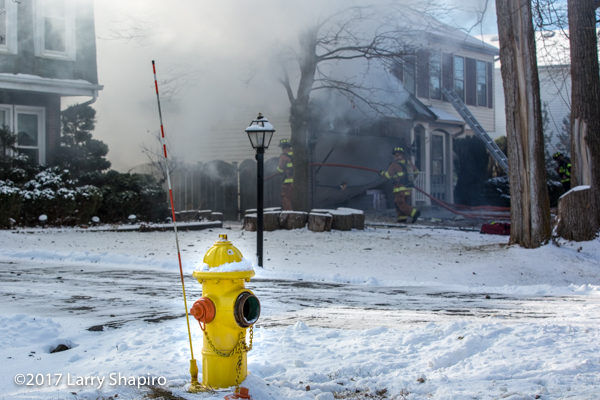 inoperable fire hydrant near house on fire