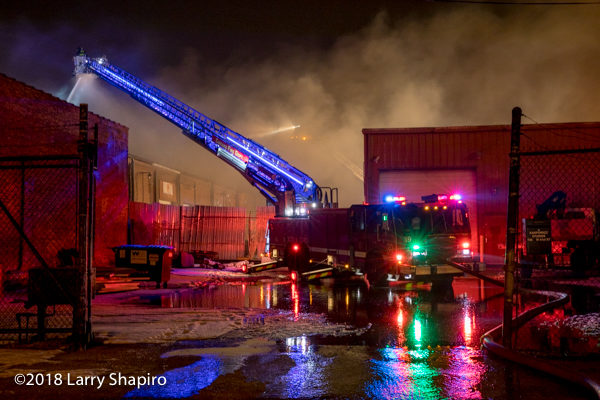 Chicago FD Tower Ladder 39 E-ONE Cyclone HP100 at work