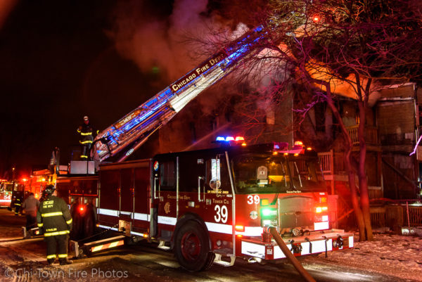 Chicago FD Tower Ladder 39