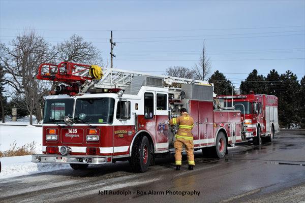Waukegan FD quint at fire scene