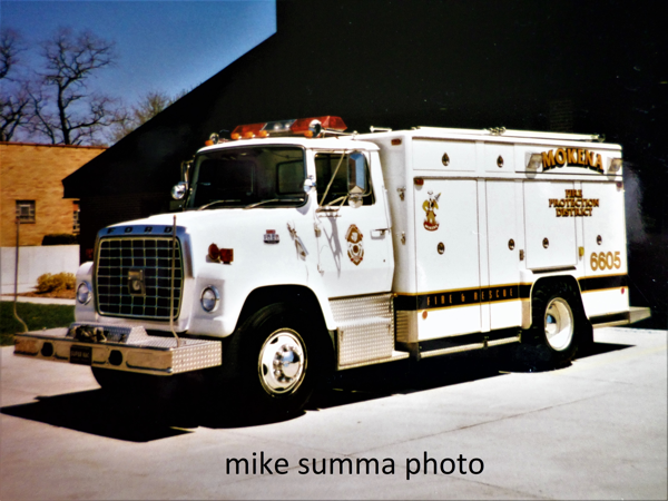 Ford L-Series Super Vac squad truck
