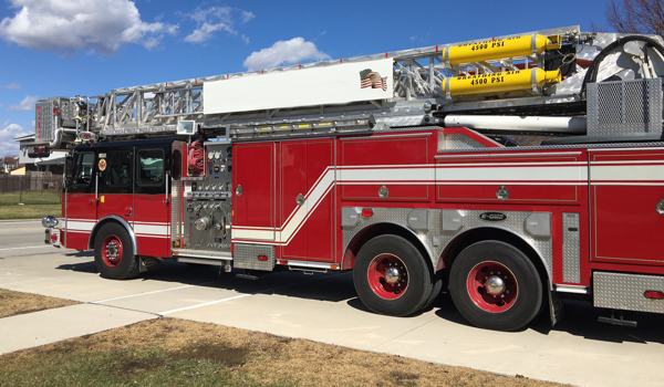 2000 E-ONE 95' tower ladder for sale