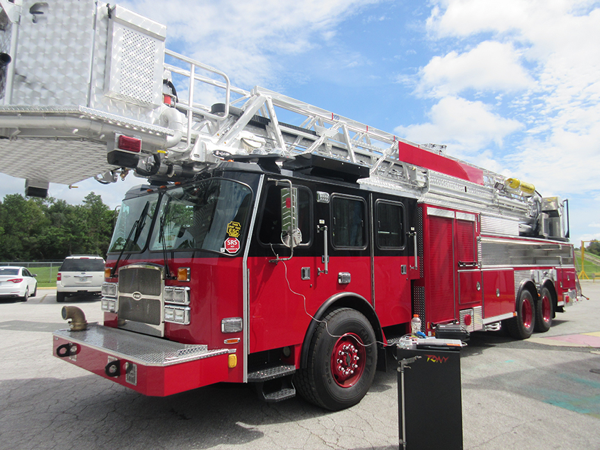 E-ONE Cyclone II HP95 tower ladder being built