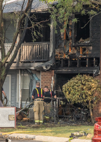 fire destroys apartments in Naperville