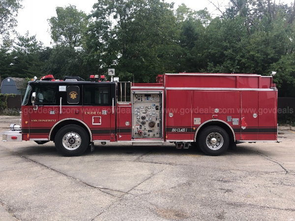 2000 Pierce Saber fire engine from Downers Grove FD for sale