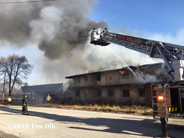 fire tears through a vacant motel