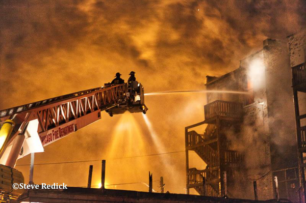 Chicago FD Tower Ladder 37 at work