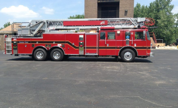 2004 Pierce Lance ladder truck for sale