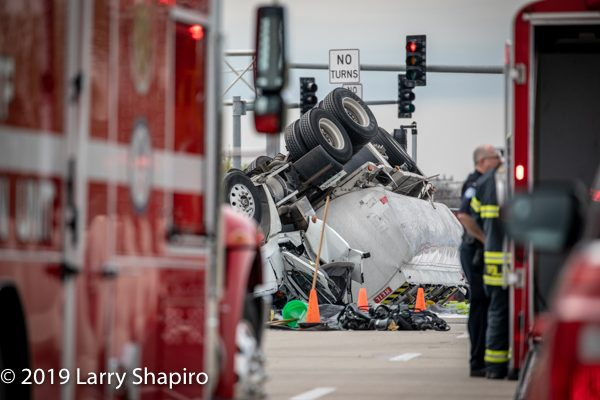 Tanker rollover in Des Plaines, IL 5-8-19. Larry Shapiro photo