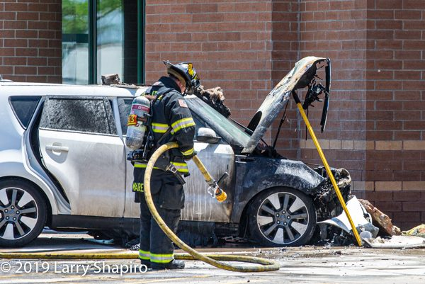 Car crashes into a building in Palatine IL and catches fire
