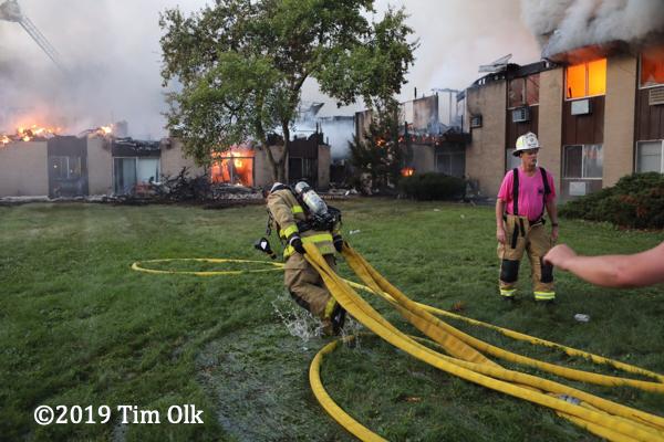 heavy fire destroys apartment building