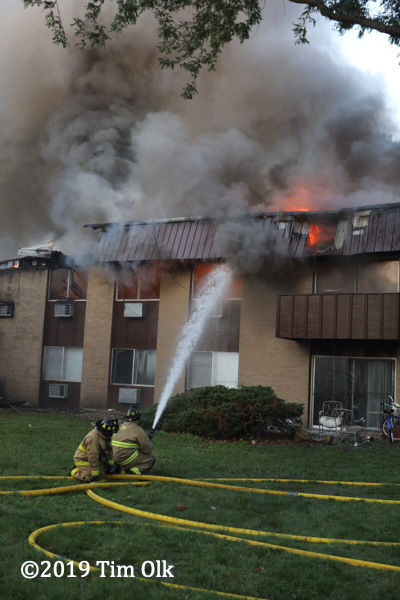 heavy fire destroys apartment building