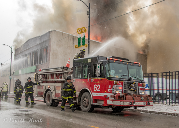Chicago fire engine deploys deck gun
