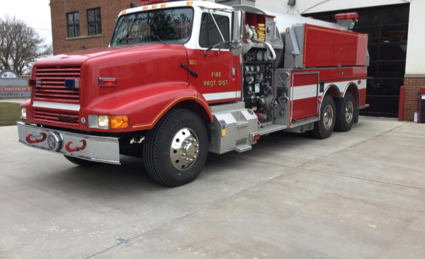 2001 IHC/Pierce 3000 gallon tanker for sale