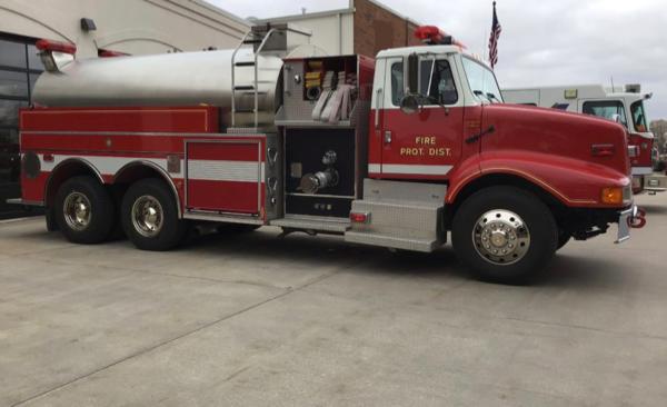 2001 IHC/Pierce 3000 gallon tanker for sale