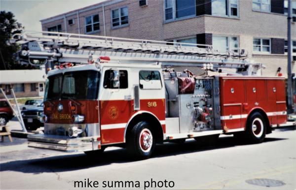 Oak Brook FD Engine 916, a custom Peter Pirsch pumper with a 50' Boardman Readi-Tower aerial