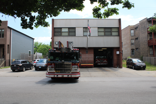Chicago FD Truck 11 on the apron