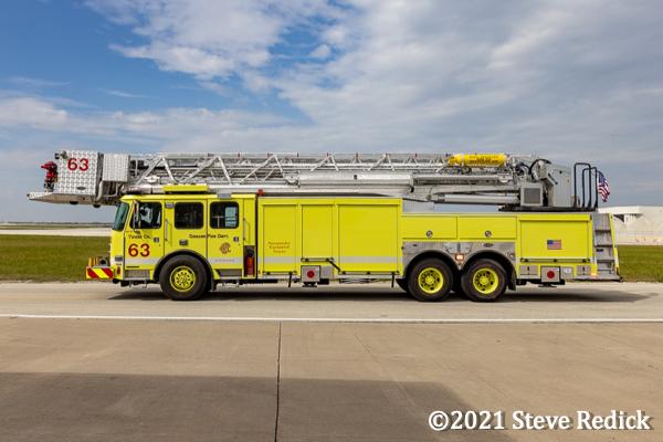 Chicago FD Tower Ladder 63