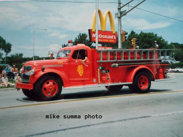 Vintage Ford fire engine in Alsip, I
