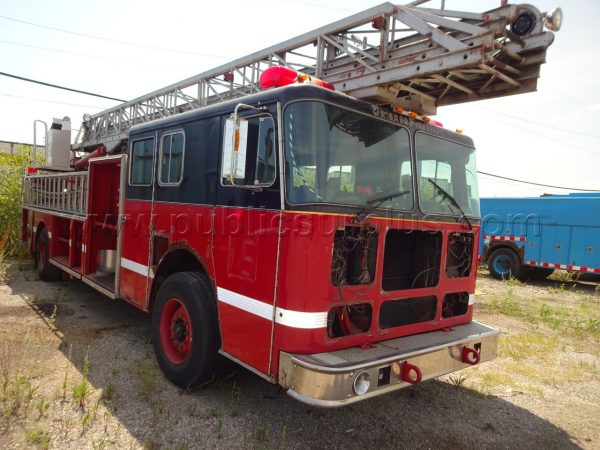 Chicago FD surplus 1993 Seagrave ladder truck for sale