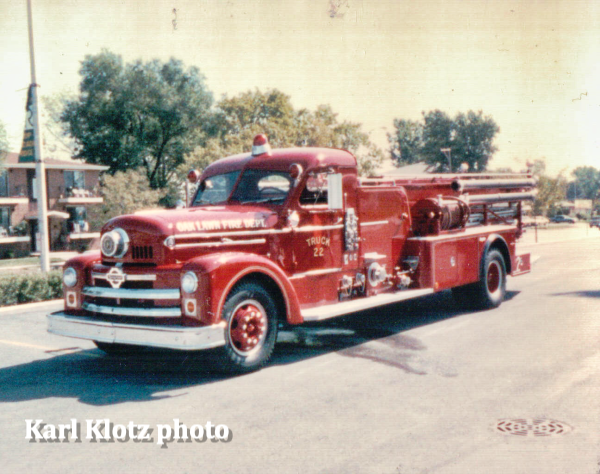 Oak Lawn FD Truck 22 - 1955 Seagrave Quad