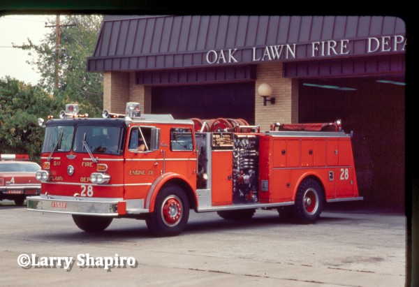 Vintage Oshkosh - American fire engine in Oak Lawn, IL